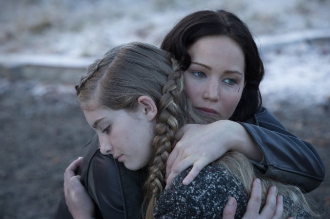 © 2013 - Lionsgate Jennifer Lawrence and Willow Shields in The Hunger Games - Catching Fire